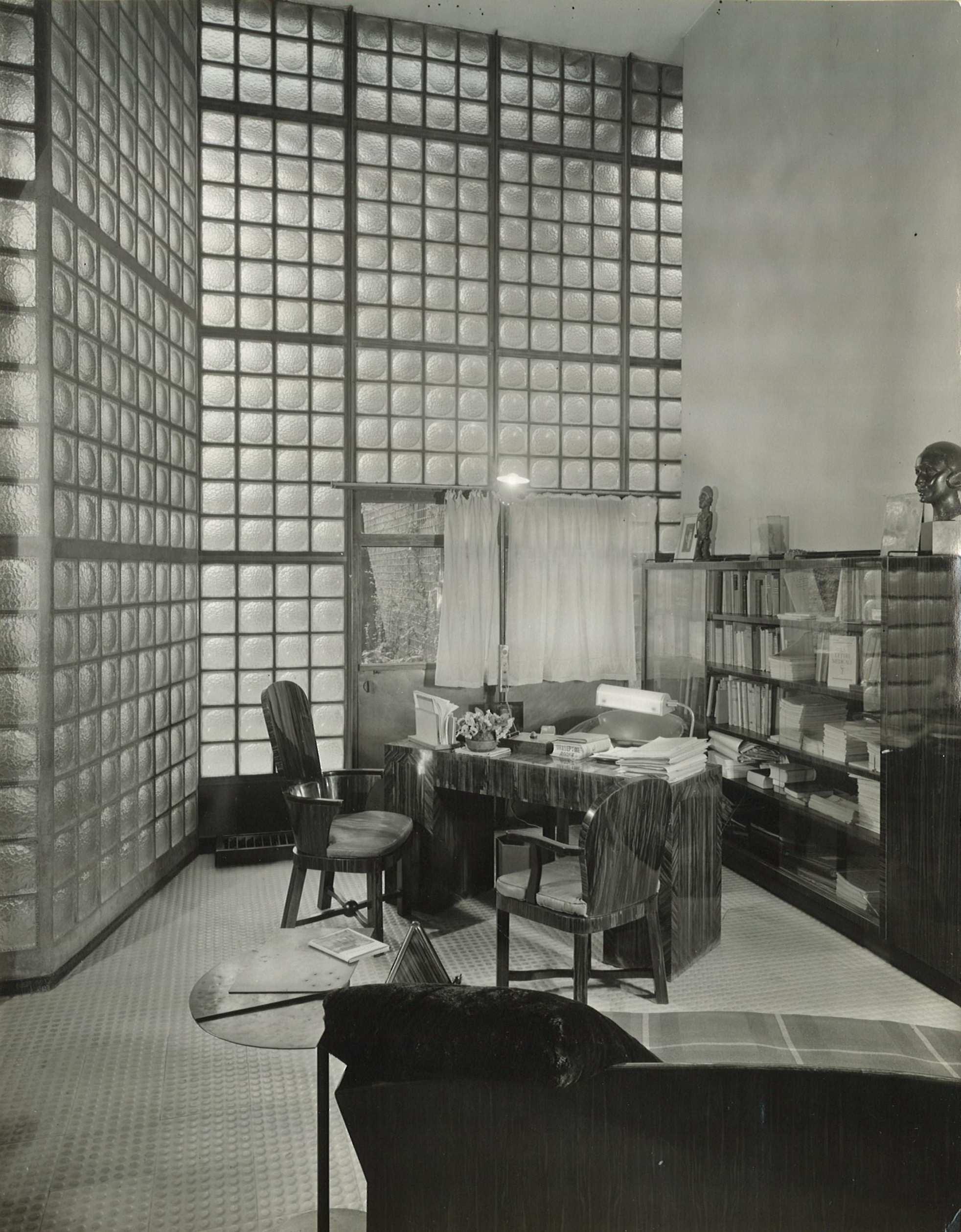la maison de verre paris 1928 1932. Black Bedroom Furniture Sets. Home Design Ideas