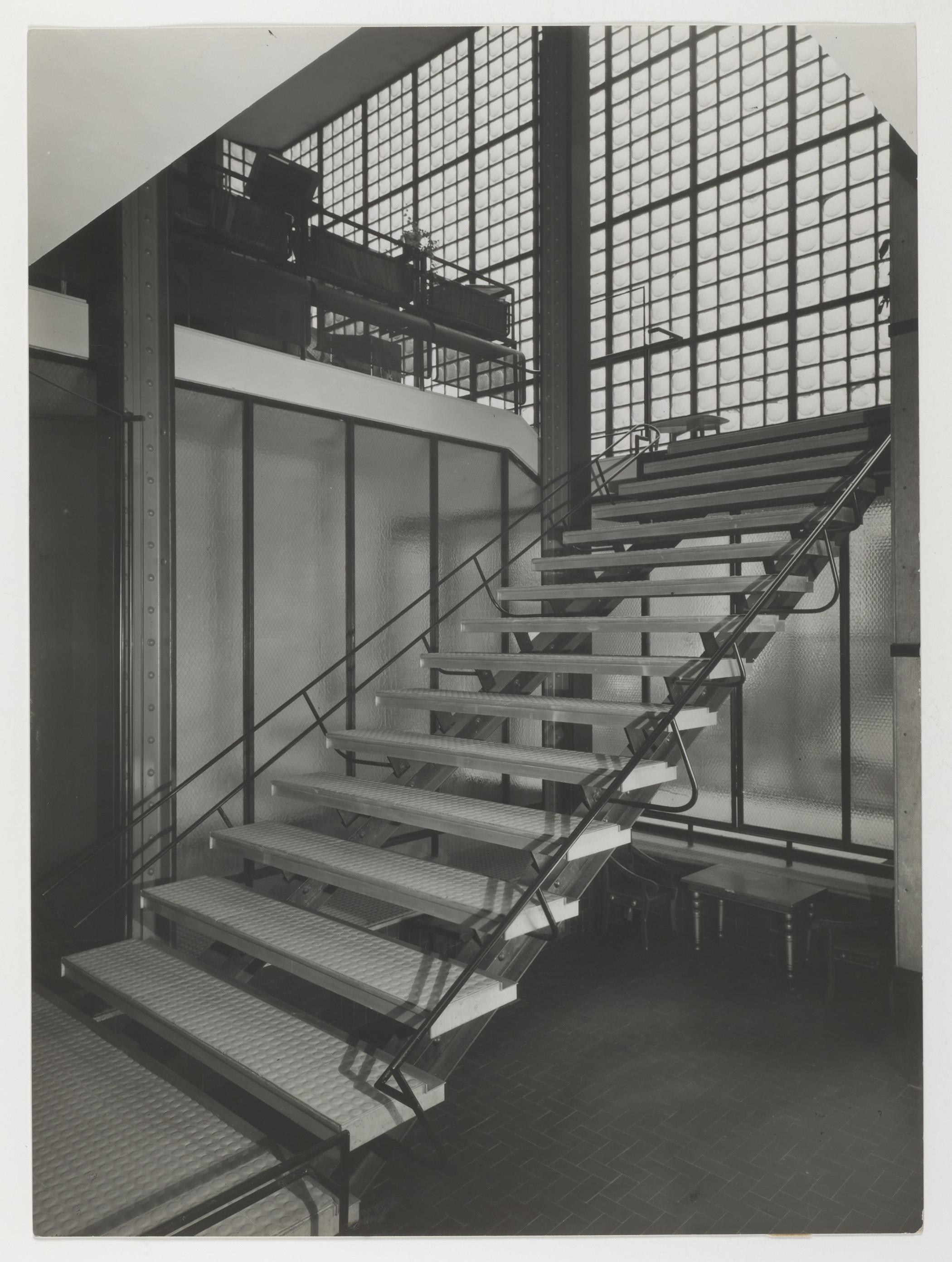 Escalier Dans La Maison la maison de verre, paris (1928-1932)