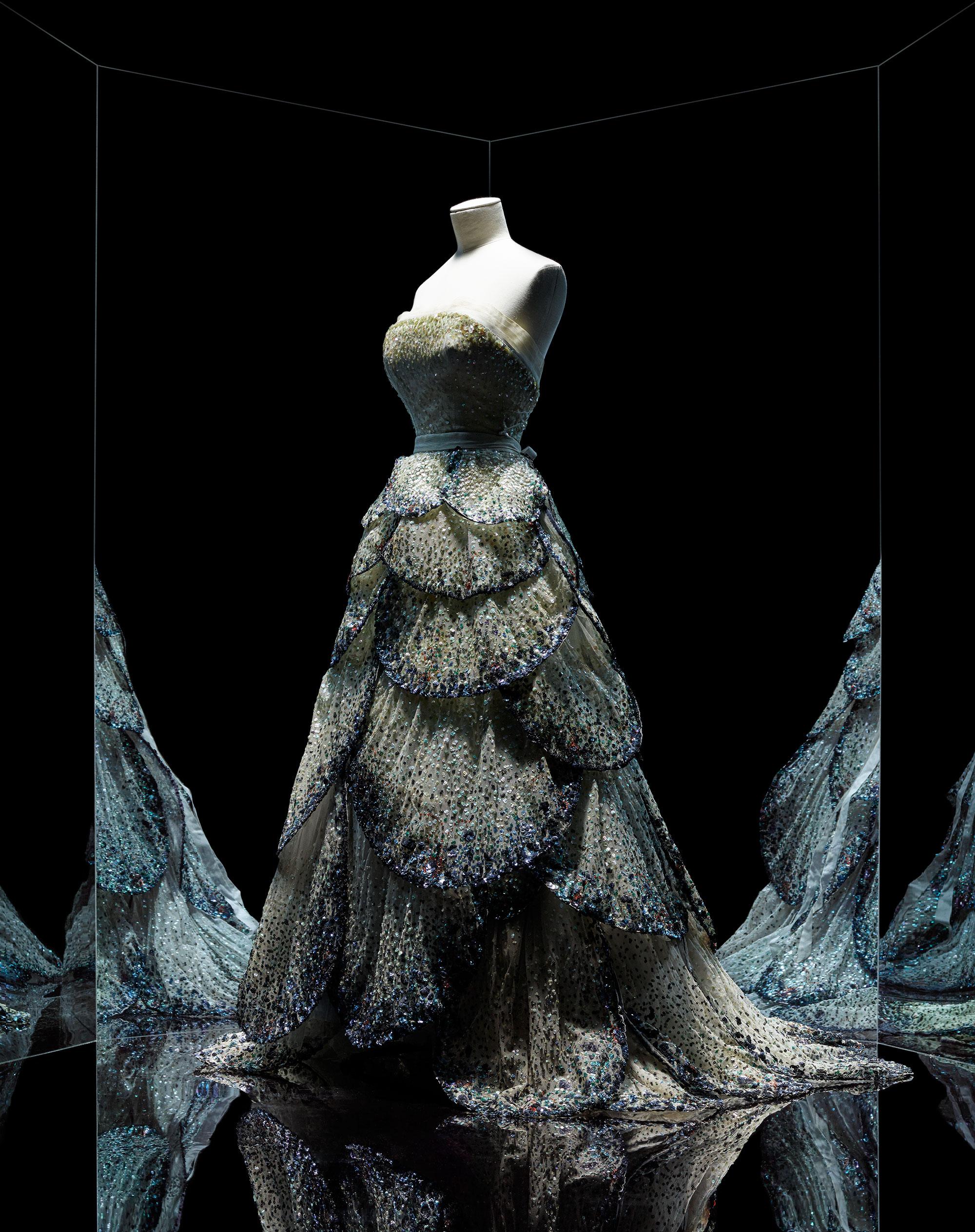 Christian Dior, Junon gown, Haute Couture, Fall-Winter 1949, Milieu du  siècle line 9e94649dab93